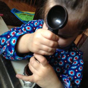 Caitlin tamping baristador espresso
